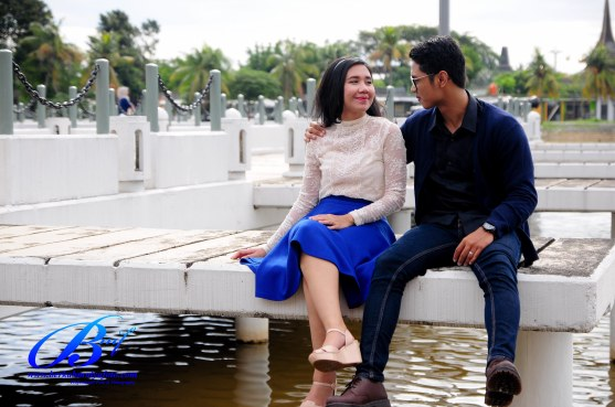 Jasa foto prewedding di taman mini (11)