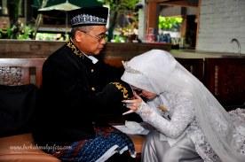 Jasa foto wedding di omah kebon bekasi (18)