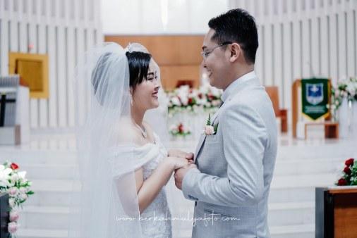 Jasa Foto Pemberkatan di Gereja & Resepsi Pernikahan (40)